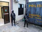 aparat-kepolisian-bersenjata-laras-panj33.jpg