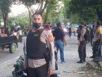 aparat-kepolisian-mengamankan-bentrok-antar-kelompok-warga-di-kelurahan-mancani.jpg