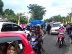 arus-lalu-lintas-di-jalan-poros-suli-kelurahan-suli_20180805_163621.jpg