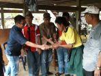 asman-mengunjungi-para-korban-bencana-angin-puting-beliung-di-kecamatan-maiwa.jpg