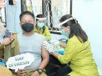 asn-petugas-publik-di-dinas-kominfo-palopo-menjalani-vaksinasi-covid-19-2.jpg