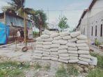 bahan-bangunan-untuk-memperbaiki-rumah-korban-puting-beliung-di-lamasi-timur.jpg