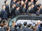 bandingkan-pengawalan-presiden-dan-bos-mafia-jepang-yakuza-saat-keluar-dari-penjara.jpg