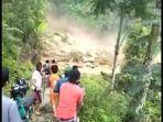 banjir-bandang-disertai-longsor-dilaporkan-terjadi-di-desa-tibussan-luwu-1072020.jpg