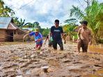 banjir-di-konawe-sisakan-lumpur.jpg