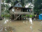 banjir-genangi-kolong-rumah-warga-di-kecamatan-sabbangparu.jpg