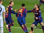 bek-uruguay-barcelona-ronald-araujo-2r-merayakan-golnya-bersama-pemain.jpg