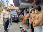 belasan-juru-parkir-diamankan-polisi-di-kawasan-new-makassar-mall-kamis-2942021-siang.jpg