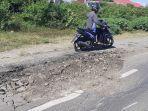 belum-cukup-setahun-kondisi-jalan-lingkar-jeneponto-nampak-rusak-selasa-962020.jpg