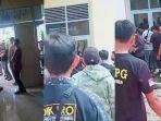 bentrokan-terjadi-di-depan-kantor-dpd-ii-partai-golongan-karya-golkar-bulukumba.jpg