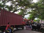 blokade-jalan-poros-bantaeng-bulukumba-rabu-772021-siang.jpg