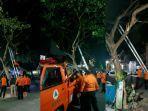 bpbd-bulukumba-bekerja-24-jam-melakukan-pemangkasan-pohon-di-beberapa-lokasi.jpg