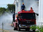 bpbd-kota-palopo-bekerjasama-dengan-pemadam-kebakaran-menyemprot-area-publik.jpg