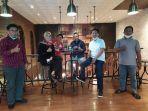 budiman-hakim-menerima-kartu-tanda-anggota-kta-partai-demokrasi-indonesia-perjuangan.jpg