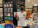 buku-best-seller-di-gramedia-mal-ratu-indah-sabtu-2102021.jpg