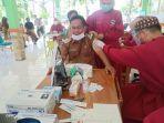 bupati-majene-sulawesi-barat-lukman-menjalani-vaksinasi-covid-19-3032021.jpg