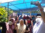 calon-wali-kota-makassar-munafri-arifuddin-mengajak-warga-berfoto-bersama.jpg