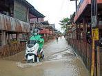 cuaca-buruk-banjir-melanda-kecamatan-tempe-kabupaten-wajo-sabtu-2882021-c.jpg
