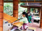 dekranasda-mengunjungi-kelompok-tenun-tobuangin-kelurahan-lion-tondok-iring-1.jpg