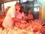 dinas-pkp-melakukan-uji-kualitas-daging-sapi-ayam-dan-ikan-di-pasar-lakessi-kota-parepare.jpg