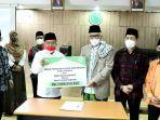 dmi-pusat-menyerahkan-bantuan-dana-senilai-rp-1-m-untuk-rs-indonesia-hebron.jpg