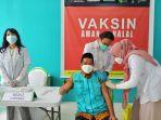 dr-abdul-wahid-hadade-disuntik-vaksin-covid-19-jenis-sinovac.jpg