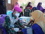 dr-feddy-manurung-melakukan-pengobatan-kepada-warga-korban-gempa-di-desa-ulumanda-1.jpg