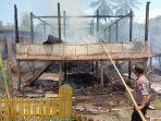 dua-rumah-panggung-ludes-dilalap-api-di-desa-alelebbae-wajo-kamis-8102020.jpg