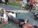 dua-sepeda-motor-terlibat-kecelakaan-di-jl-poros-wajo-bone-soppeng-selasa-20102020.jpg