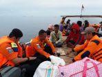 evakuasi-yang-dilakukan-oleh-tim-sar-gabungan-di-perairan-banggai-laut-rabu-342019.jpg