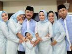 foto-bersama-keluarga-besar-wakil-bupati-gowa-abd-rauf-malaganni.jpg