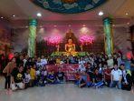 foto-bersama-usak-aksi-bersih-bersih-vihara-pihak-phinisi-hospitality-indonesia-phi.jpg