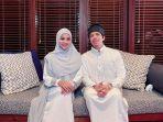 gaya-hijab-aurel-hermansyah-pakai-games-putih.jpg