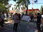 gerakan-aktivis-mahasiswa-lakukan-aksi-depan-kantor-kejari-jeneponto-kamis-2972021.jpg