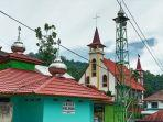 gereja-dan-masjid-di-rantelemo-tana-toraja-berhadapan-sabtu-1322021.jpg