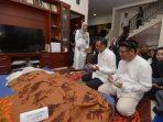 gubernur-sulawesi-selatan-nurdin-abdullah-melayat-ke-rumah-duka-almarhumah-radjawang-dg-tene.jpg