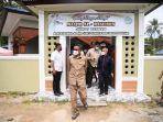 gubernur-sulawesi-selatan-sulsel-nurdin-abdullah-melihat-langsung-pembuatan-kapal-pinisi1.jpg