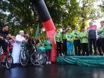 gubernur-sulsel-nurdin-abdullah-melepas-peserta-sepeda-santai-bikenu.jpg