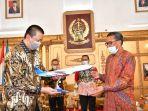 gubernur-sulsel-prof-hm-nurdin-abdullah-bersama-direktur-utama-garuda-indonesia.jpg