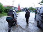 hujan-deras-mengguyur-wilayah-majene-sulawesi-barat-minggu-732021.jpg