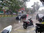 hujan-lebat-di-jl-persatuan-raya-sinjai-2782021.jpg