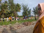 ikatan-pelajar-muhammadiyah-selayar-melakukan-aksi-bersih-pantai.jpg