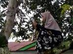 ikuti-kuliah-online-astrid-wulandari-terpaksa-memanjat-pohon.jpg