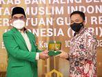 ilham-azikin-kanan-bersama-rektor-universitas-muslim-indonesia-umi-basri-modding.jpg