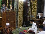 imam-masjid-ne5t6y.jpg