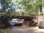 imrana-pemilik-ternak-sapi-hanyut-akibat-banjir-di-desa-posi-kecamatan-bua-luwu.jpg