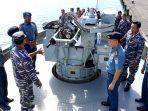 inspeksi-ke-kapal-perang-kapal-angkatan-laut-kal-mamuju.jpg