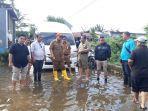 iqbal-suhaeb-meninjau-langsung-daerah-terdampak-banjir-manggala.jpg