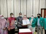 jajaran-pimpinan-universitas-indonesia-timur-uit-makassar-di-wajo-jumat-682021.jpg