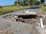 jalanan-rusak-di-kelurahan-panaikang-kecamatan-binamu-kabupaten-jeneponto-2442021.jpg